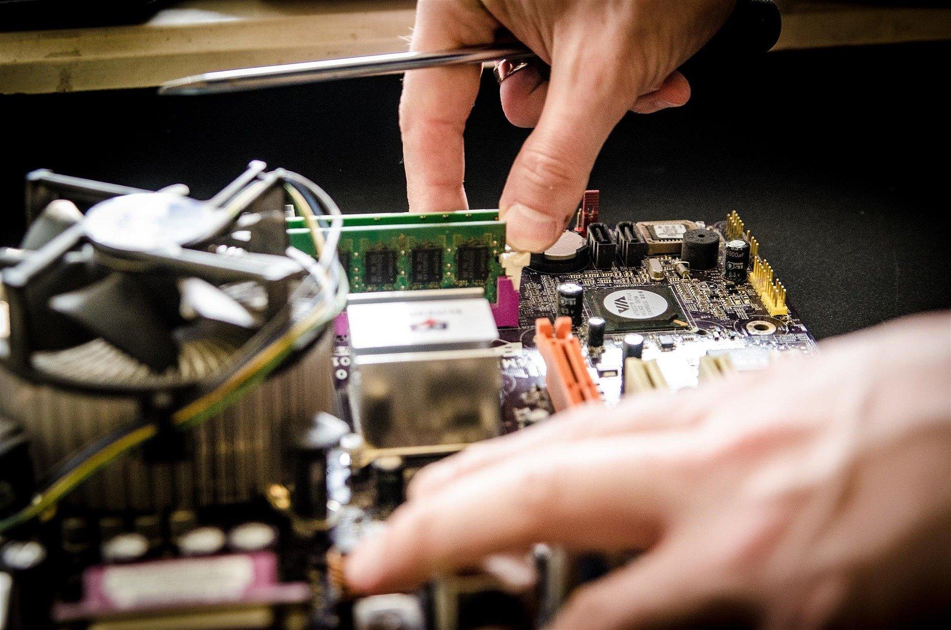 """Microsoft et Apple en guerre contre les lois sur le """"droit à la réparation"""" aux Etats-Unis"""